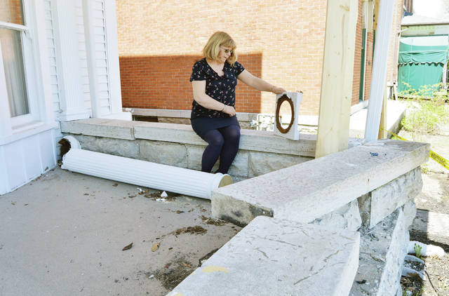 Ross Center damaged in crash - Sidney Daily News